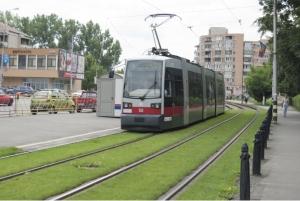 Iarba intre liniile de tramvai din Oradea